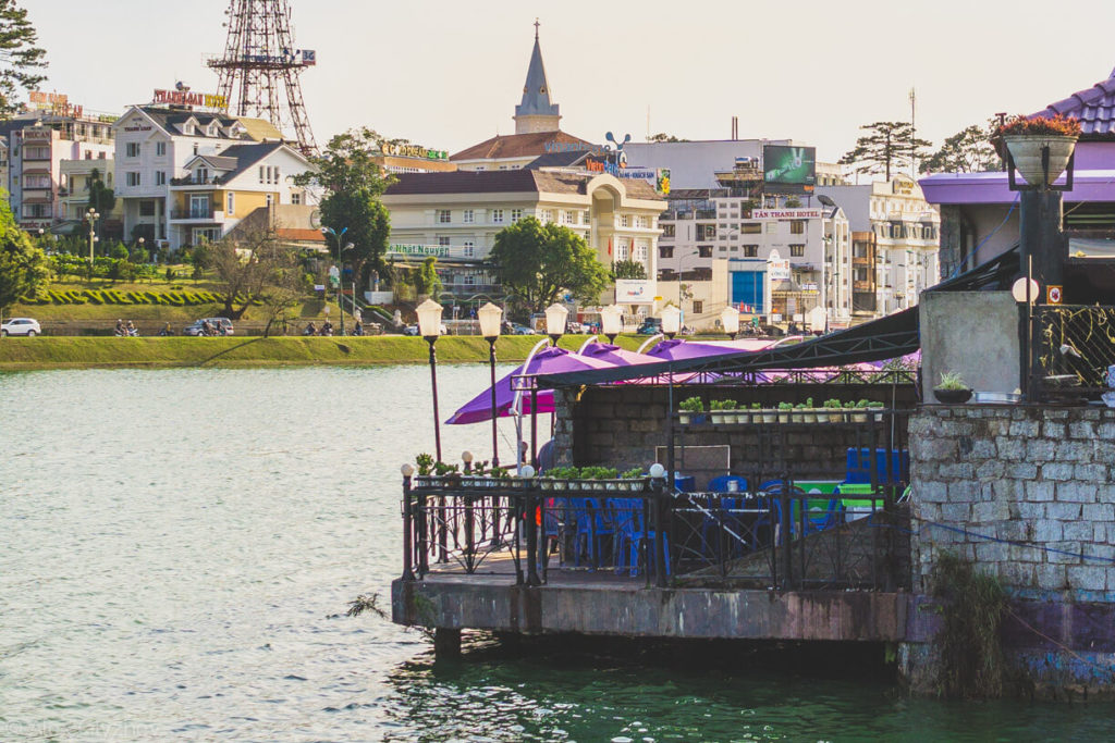 28. Pleasant cafe on lake Xuan Huong