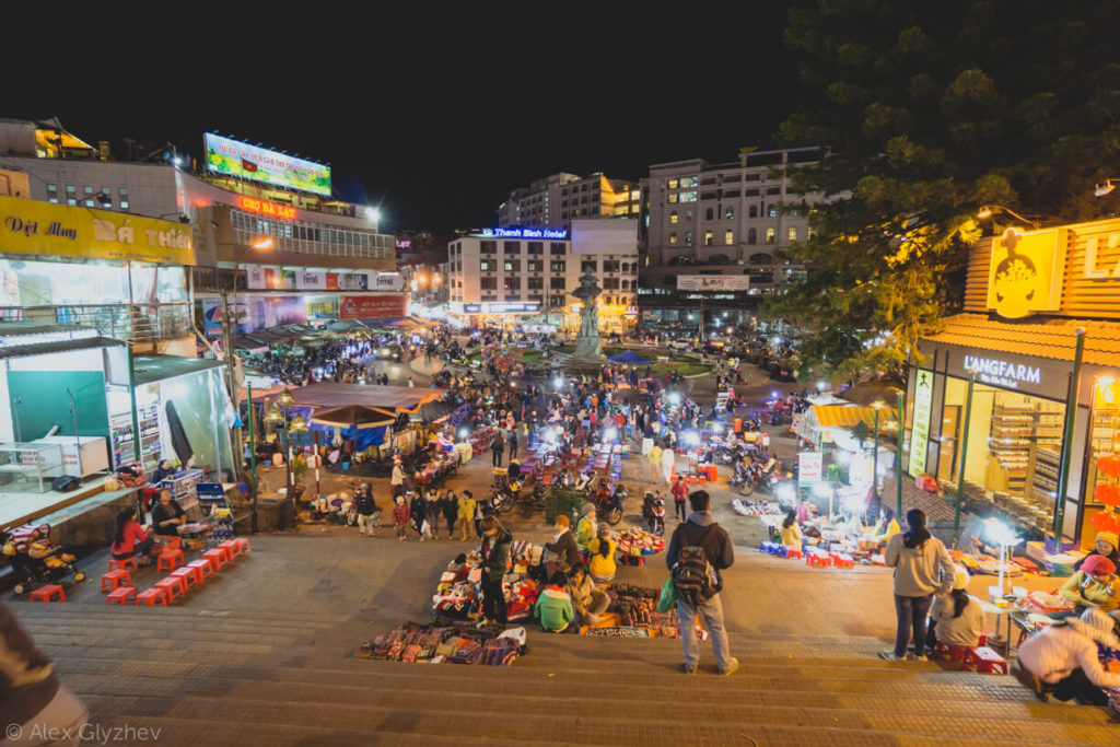 36. The market in Dalat in the evening