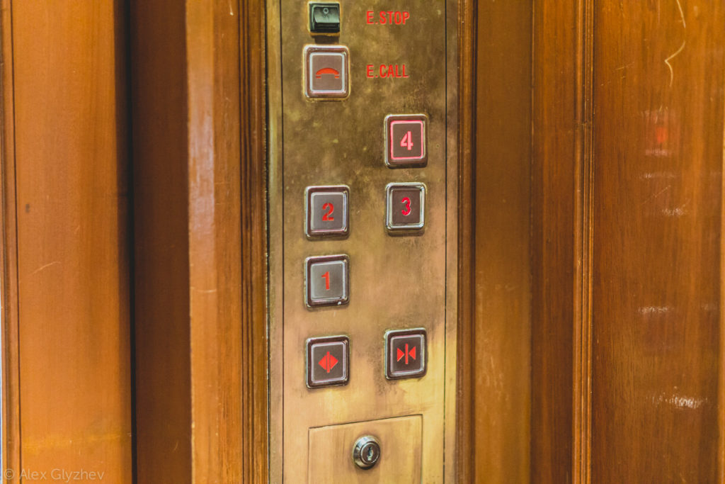 7. Dalat Hotel Du Parc - buttons in the Elevator